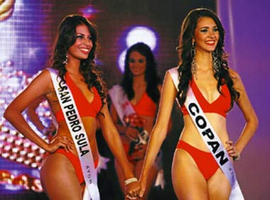 Natalia Coto (left) and Jennifer Valle