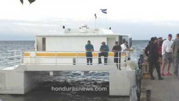 Police Inspect the Utila Princess prior to leaving for La Ceiba after Captain Verns death