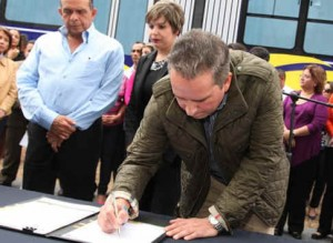Tegucigalpa Mayor Signing Trans 450 Funding Contract