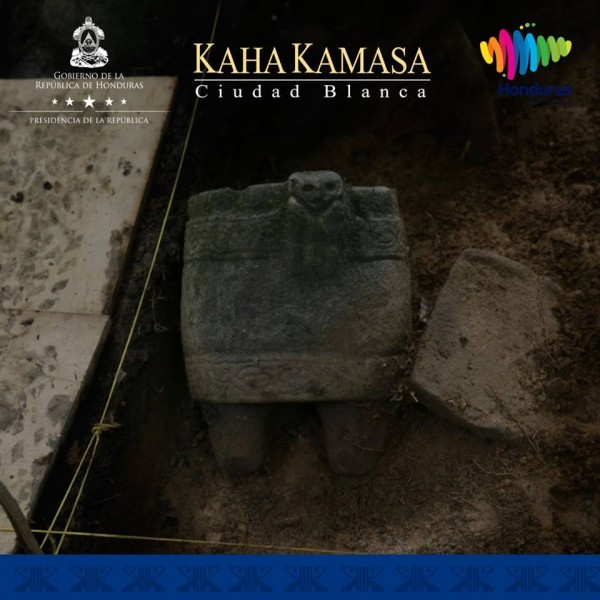 Honduras President Hernandez presented to the world the first pieces from the Archaeological Dig of Kaha Kamasa, Ciudad Blanca - Lost City -City of Monkey God - Jaguar City
