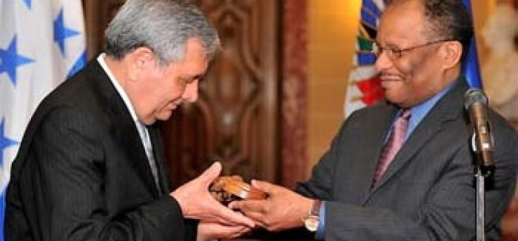 Honduras Chairs OAS