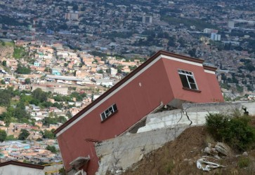 Landslide Destroys Houses Near Tegucigalpa
