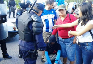 Protest Outside of UNAH Met with Force