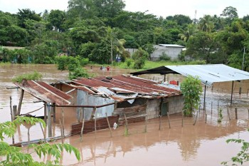 Taken from La Prensa, this image is showing the extent of some of the damages done to El Progreso and Pimienta, two of the areas hit by floods and heightened water levels. Source is: http://www.laprensa.hn/honduras/891617-410/el-r%C3%ADo-ul%C3%BAa-volvi%C3%B3-a-hacer-estragos-en-el-valle-de-sula