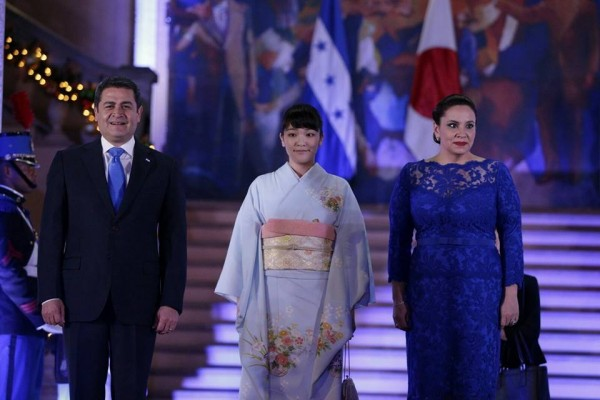 Japanese Princess Mako is welcomed by Honduran President Juan Orlando Hernandez and his wife Ana Garcia de Hernandez at the presidential palace in Tegucigalpa, on December 8, 2015
