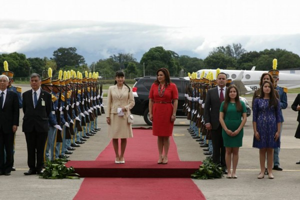 Japanese Princess Mako (L) is welcomed by Honduras' First Lady Ana Garcia de Hernandez upon her arrival at the international airport in San Pedro Sula, Honduras, on December 6, 2015