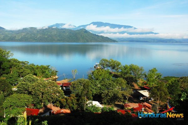 Lake Yojoa / Lago de Yojoa Honduras