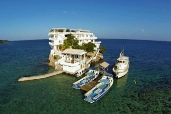 Easter-in-Honduras-Semana-Sanat-en-Honduras-Guanaja--Hotel-on-the-Rock